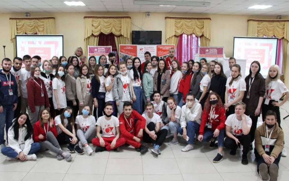 Совместное фото волонтеров на смене