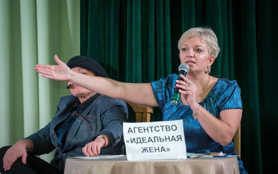 Евгения Прохорова вроли сотрудницы агентства «Идеальная жена»