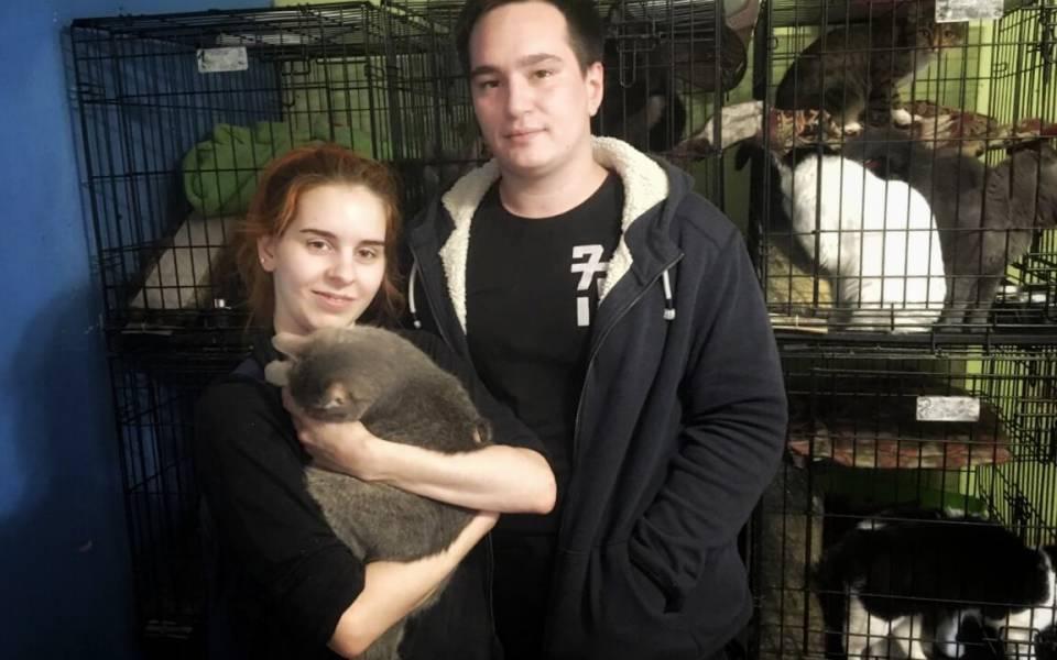 Студенты экономического факультета Азат Меннеханов иЕкатерина Стефаненко вприюте для животных