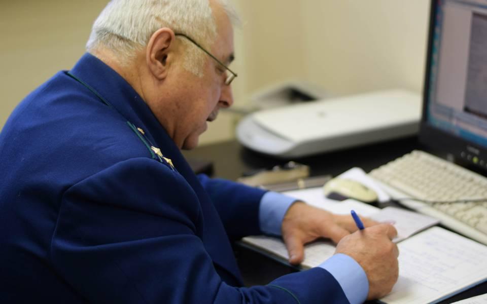 Равиль Шамсутдинов вовремя бесплатной консультации врамках проекта «Помощь людям»