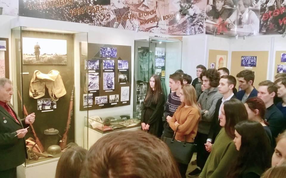 Лекция руководителя музея-мемориала Великой Отечественной войны Михаил Черепанова для студентов «ТИСБИ»