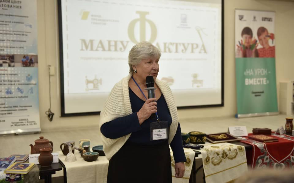 Сотрудница «ТИСБИ» выступает навыставке участников