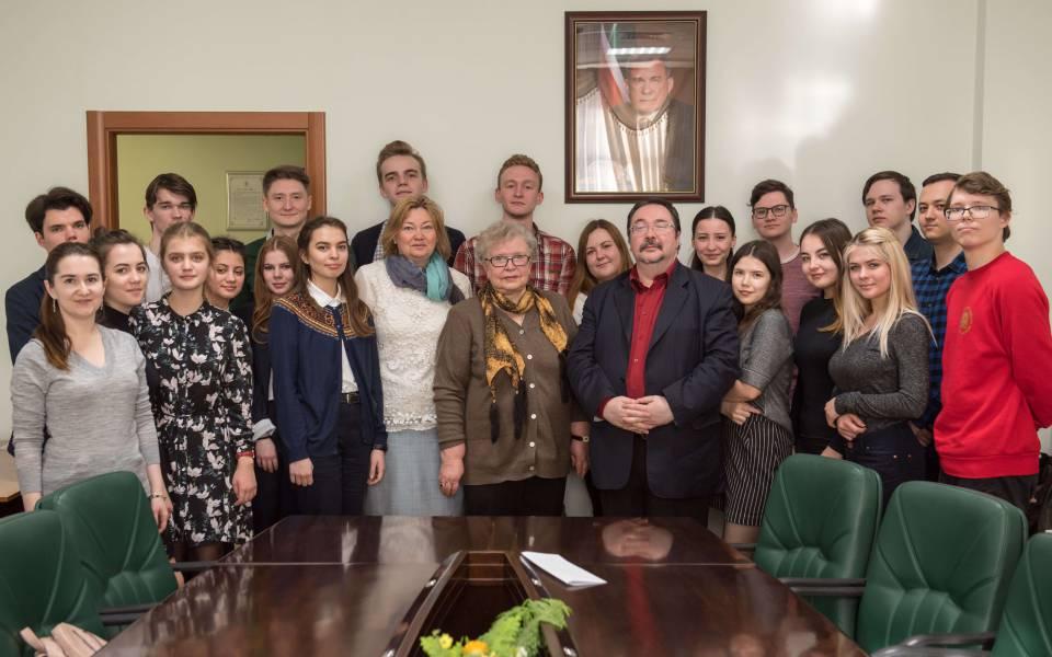 Групповое фото участников бинарной спрофессором Гуськовой вТИСБИ