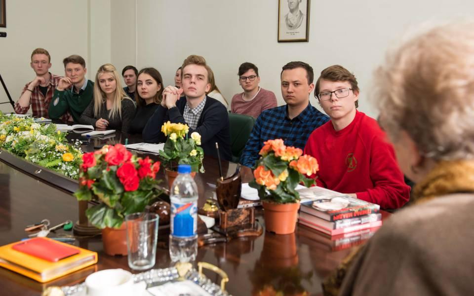Студенты университета управления «ТИСБИ» слушают профессора Гуськову