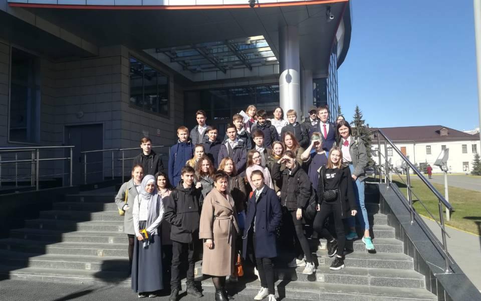 Участники программы «Основы бизнеса» наэкскурсии вИТ-парке