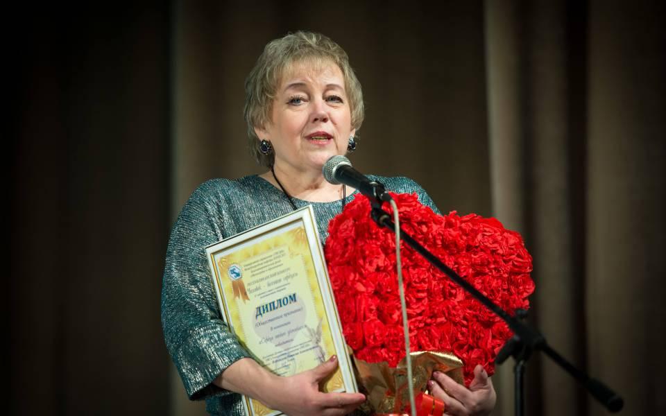 Руководить Центра студенческого творчества Наталия Небольсина получила награду запобеду вноминации «Сердце отдаю ученикам»