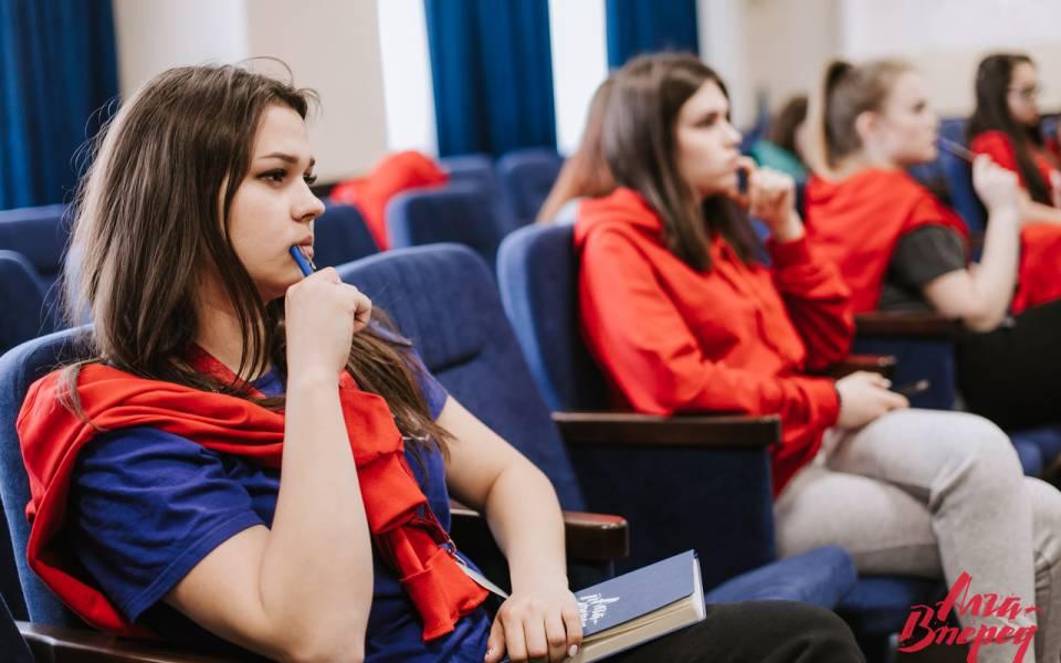 Мария Крылова наобщей панельной дискуссии форума