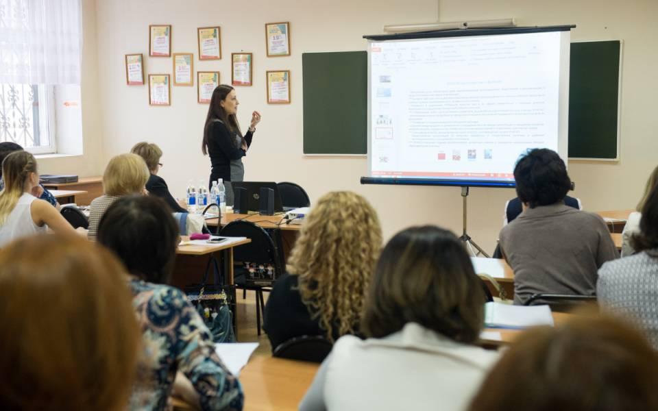 Координатор образовательных программ КомиссииРФ поделам ЮНЕСКО Ксения Гавердовская рассказывает оосновные направления деятельности итенденции развития ЮНЕСКО